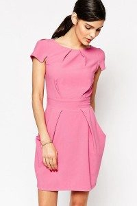 Элегантность и сдержанность платья-футляра
