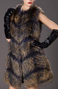 С чем носить меховой жилет?